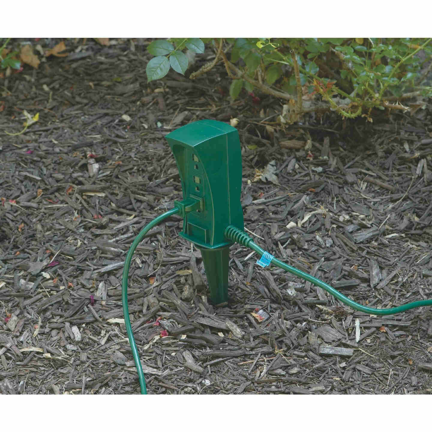 Do it 3-Outlet 13A Outdoor Power Stake with 6 Ft. Cord Image 2